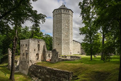 Fördärvar av den betalda medeltida slotten, Estland royaltyfria foton