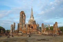 Fördärvar av den buddistiska templet av Wat Phra Si Sanphet ayuthaya thailand Royaltyfri Fotografi
