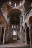 Fördärvar av den bysantinska slottstaden av Mystras Arkivbild