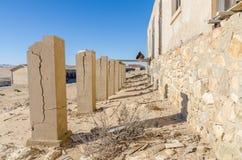 Fördärvar av den en gång blomstrande tyska bryta staden Kolmanskop i den Namib öknen nära Luderitz, Namibia, sydliga Afrika Royaltyfria Foton