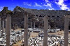 Fördärvar av den forntida amfiteatern av den forntida staden av sidan arkivbild