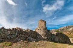 Fördärvar av den forntida fästningen Funa i Krim arkivbild