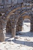 Fördärvar av den forntida hebréiska staden Korazim Horazin, Khirbet Karazeh som förstörs av en jordskalv i den 4th århundradeANNO Arkivfoton