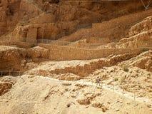 Fördärvar av den forntida Masadaen i söder av Israel Vägtå den norr slotten royaltyfria foton