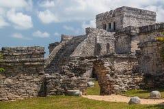 Fördärvar av den forntida Mayan staden av Tulum Royaltyfri Fotografi