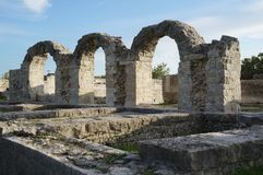 Fördärvar av den forntida roman staden Salona som delas nära arkivfoton