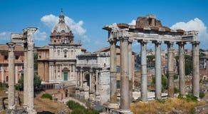 Fördärvar av den forntida Rome Kolonner och byggnader Arkivbilder