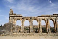Fördärvar av den forntida romerska staden av Volubilis, Marocko Arkivbild
