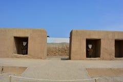 Fördärvar av den forntida staden av Chan Chan, Peru royaltyfri fotografi