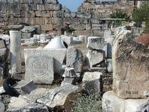 Fördärvar av den forntida staden av Hierapolis kalkon Pamukkale Royaltyfria Bilder