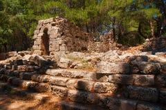 Fördärvar av den forntida staden av Phaselis Arkivbild