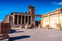 Fördärvar av den forntida staden, Pompeii, den romerska staden som förstörs av den Vesuvius vulkan arkivfoton