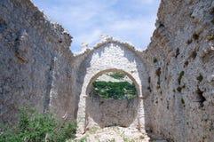 Fördärvar av den gamla kyrkan Arkivbilder