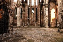 Fördärvar av den gamla romanska kyrkan för Alt-St Alban, lokaliserat i Cologne, Tyskland som förstörs av bombning för världskrige Royaltyfria Bilder