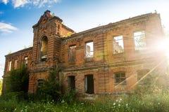 Fördärvar av den gamla tegelstenbyggnaden poltava ukraine Royaltyfri Fotografi