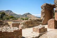 Fördärvar av den grekiska Roman Theater, Taormina, Sicilien, Italien Royaltyfri Fotografi