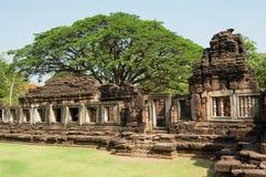 Fördärvar av den hinduiska templet i den historiska Phimaien parkerar i Nakhon Ratchasima, Thailand Royaltyfri Fotografi