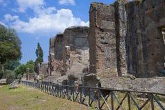 Fördärvar av den imperialistiska en Hadrians villaAdriana villan, den 2nd århundradeANNONSEN i Tivoli nära Rome, UNESCOvärldsarv arkivbild