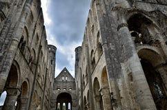 Fördärvar av den Jumieges abbotskloster, Frankrike Arkivbilder