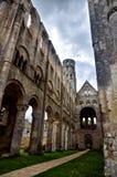 Fördärvar av den Jumieges abbotskloster, Frankrike Arkivfoton