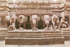 Fördärvar av den Kailasa templet, grottan inga 16, Ellora grottor, Indien Royaltyfri Bild