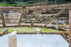 Fördärvar av den lilla Epidavros teatern Royaltyfri Fotografi