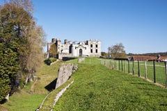 Fördärvar av den medeltida Bidache slotten i baskiskt land Arkivbild