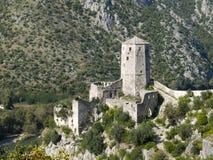 Fördärvar av den medeltida slotten av Pocitelj, Bosnien Royaltyfri Foto