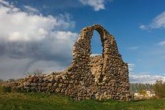 Fördärvar av den medeltida slotten av Rezekne Arkivbilder
