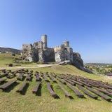 Fördärvar av den medeltida slotten för det 14th århundradet, den Ogrodzieniec slotten, slingan av de Eagles redena, Podzamcze, Po Arkivfoto
