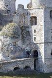 Fördärvar av den medeltida slotten för det 14th århundradet, den Ogrodzieniec slotten, slingan av de Eagles redena, Podzamcze, Po Royaltyfria Foton