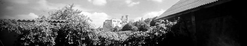 Fördärvar av den Ogrodzieniec slotten, Polen royaltyfria foton