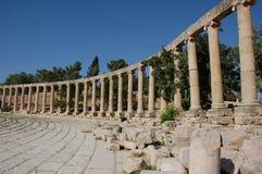 Fördärvar av den ovala romerska forum och Cardo maximusen i den forntida romerska staden Gerasa, i dag Jerash, Jordanien Arkivfoto