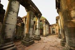 Fördärvar av den Phimai templet i den historiska Phimaien parkerar i Nakhon Ratchasima, Thailand Royaltyfri Bild
