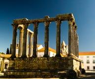 Fördärvar av den romerska templet av Diana i Evora, Portugal royaltyfri foto