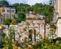 Fördärvar av den romerska templet Capitolium i Brescia Tempio Capitoli royaltyfria foton