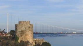 Fördärvar av den Rumelian slotten mot den Bosphorus kanalen i Islantul, Turkiet royaltyfri fotografi