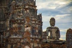 Fördärvar av den thailändska buddistiska templet Royaltyfri Fotografi