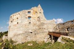 Fördärvar av den Topolcany slotten, den slovakiska republiken, Centraleuropa, retr Arkivbild