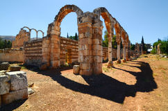 Fördärvar av den Umayyad staden av Anjar Arkivbilder