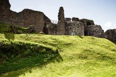 Fördärvar av den Urquhart slotten på fjorden Ness Scotland Royaltyfria Bilder