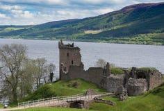Fördärvar av den Urquhart slotten på Loch Ness Royaltyfria Bilder
