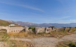 Fördärvar av det Mogren fortet (1860) nära Budva Royaltyfria Foton