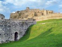 Fördärvar av det Spissky slottet för sundown Arkivfoto
