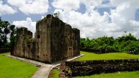 Fördärvar av det zeeland fortet på ön i den Essequibo deltan, Guyana Arkivbild
