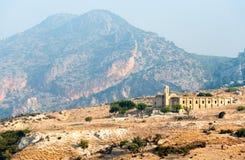 Fördärvar av en övergiven och deserterad kyrka Arkivfoto