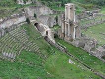 Fördärvar av en antik roman amfiteater i Volterra, landskap av Pisa, Tuscany, Italien Fotografering för Bildbyråer