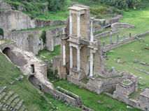 Fördärvar av en antik roman amfiteater i Volterra, landskap av Pisa, Tuscany, Italien Royaltyfria Bilder