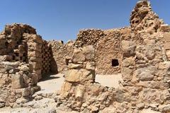 Fördärvar av en bysantinsk kyrka på den forntida Masadaen, det sydliga området, Israel arkivfoton