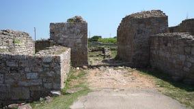 Fördärvar av en forntida fästning på Kaliakr udde i Bulgarien lager videofilmer
